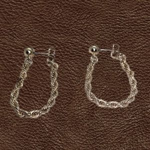 Lovely Gold Tone Dangling Earrings. NWOT.